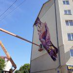 У Дрогобичі з'явиться мурал «Квітучі руки», що єднає Схід та Захід України (фото)