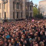 """Під Адміністрацією президента відбулася акція """"Дякую, Петре!"""" (ВІДЕО)"""
