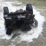 Є загиблі: в Карпатах вантажівка з туристами з висоти впала у річку