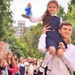 Останній дзвоник: коли у школах Дрогобиччини закінчиться навчальний рік?