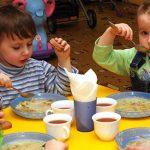 На Дрогобиччині підприємець постачав у дитсадки та школи небезпечні харчі