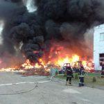 Біля Львова виникла масштабна пожежа на хімічному підприємстві