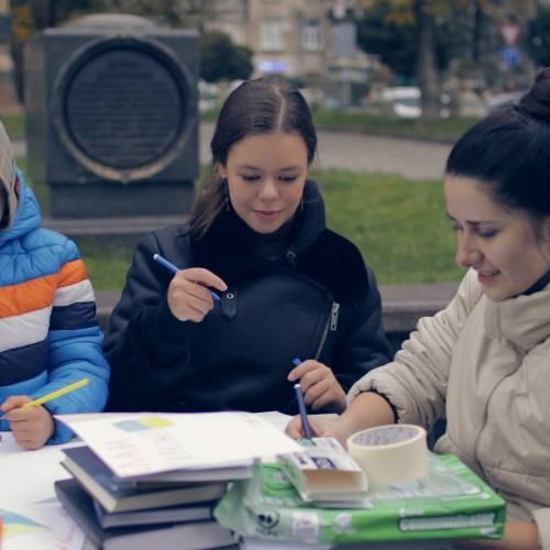 Дрогобицька молодь написала листи українським воїнам! (ВІДЕО)