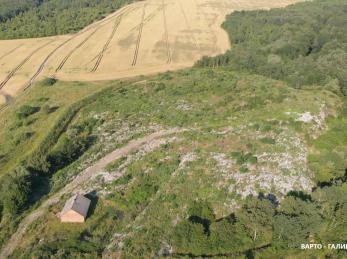Сміттєзвалище у Брониці неквапно заростає зеленню (АЕРОЗЙОМКА)