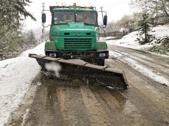 Снігоочисна техніка вже чергує на усіх перевалах Львівщини